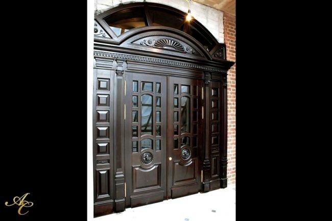 Преимущества и недостатки деревянных входных дверей
